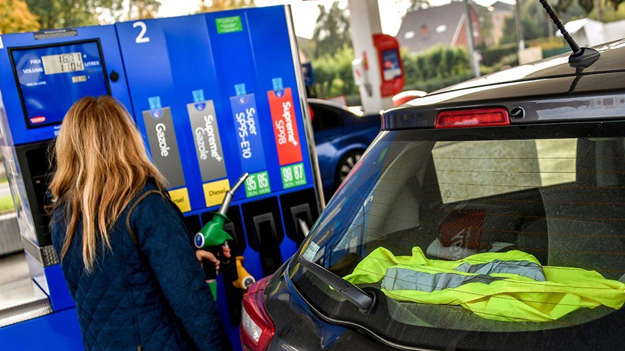 Actuellement, pour 60euros de carburant à la pompe, l'automobiliste paie 37euros de taxes sur le SP95 et 34euros sur le gazole.