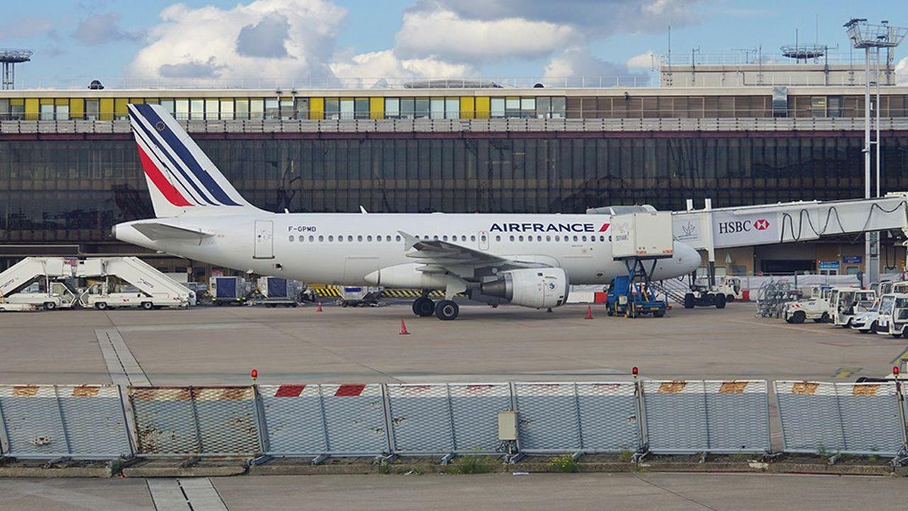 L'Etat tergiverse sur les modalités de vente de ses 50,6% dans Aéroports de Paris.
