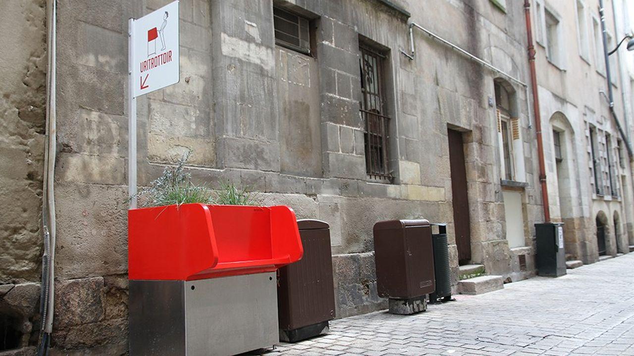Les uritrottoirs, installés cet été à Paris, ont créé une telle vague de protestations qu'ils ont été retirés par l'équipe municipale, sauf un situé square Tino-Rossi (Ve).