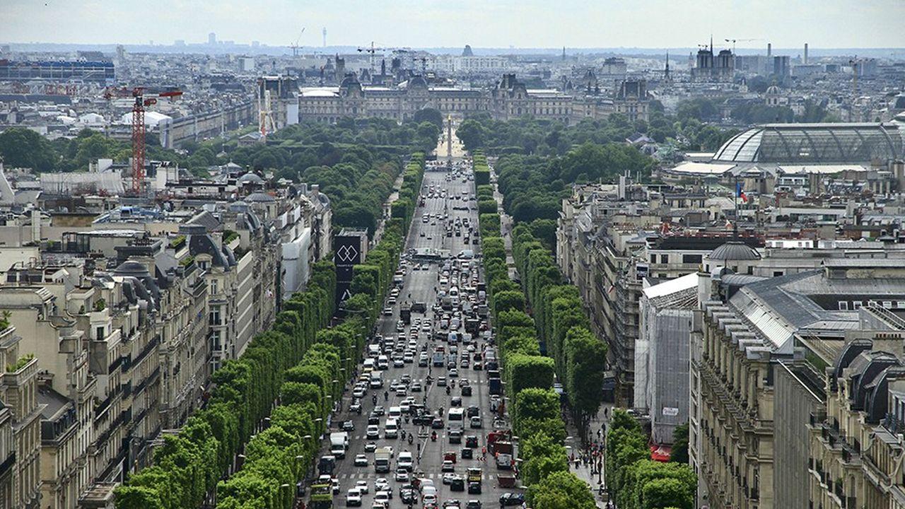 60.000 mètres carrés de locaux commerciaux ont été ou sont en train d'être rénovés sur les Champs-Elysées. Apple, les Galeries Lafayette arrivent.