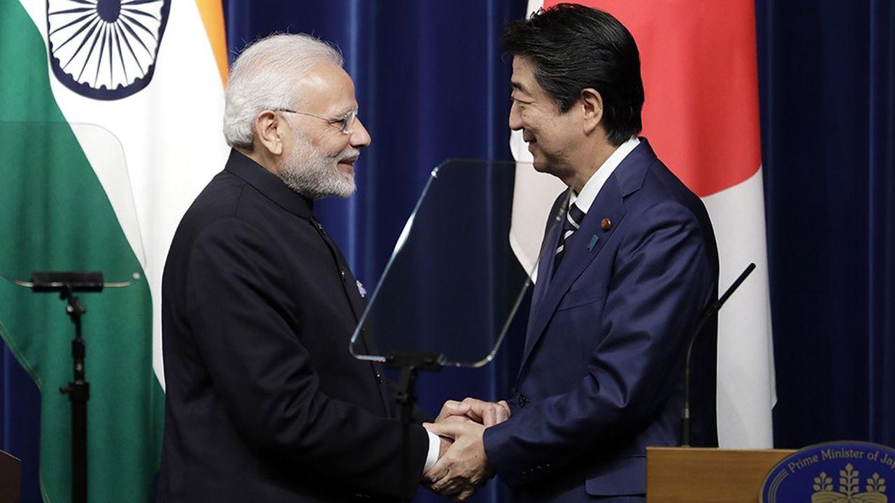 Les Premiers ministres indien et japonais, Narendra Modi et Shinzo Abe, affichent l'étroitesse de leurs relations bilatérales et entendent créer un « front démocratique uni » pour faire face à la montée des ambitions impériales de la Chine.