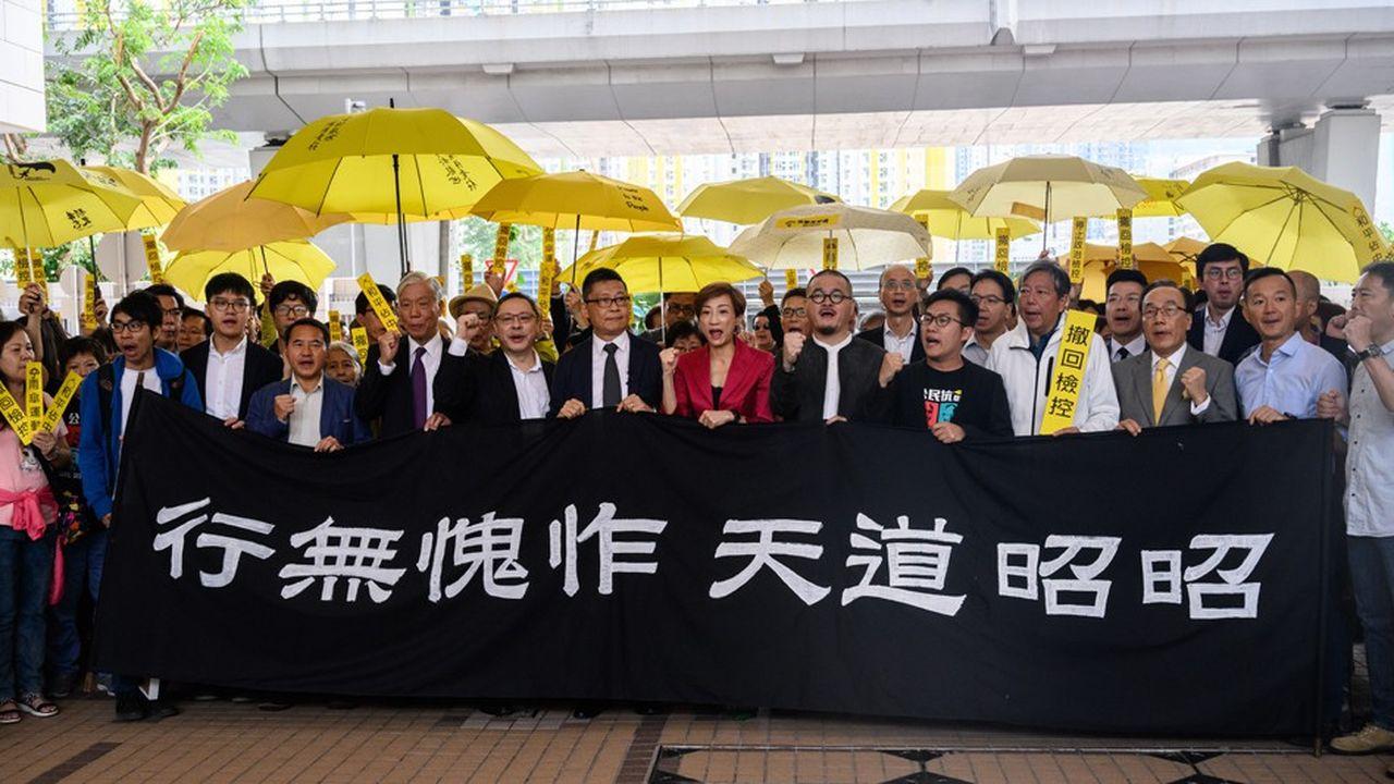 Le professeur de droit Benny Tai, le professeur de sociologie Chan Kin-man et le pasteur anglican Chu Yiu-ming ont plaidé non coupables à l'ouverture de leur procès
