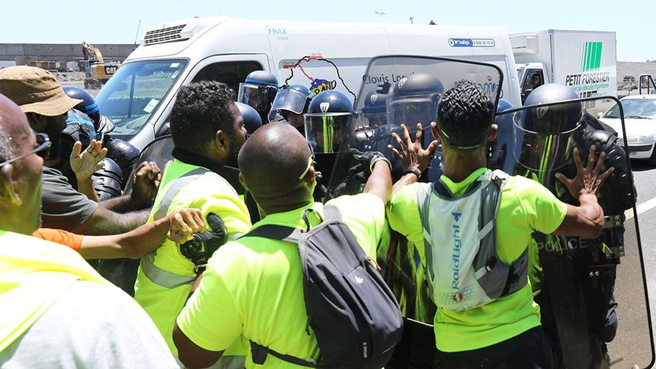 Les «gilets jaunes» ont continué leurs opérations sur les routes ce lundi.