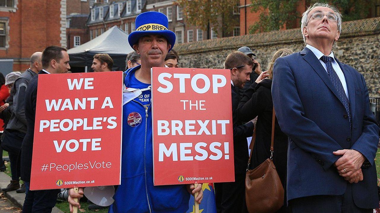 Les partisans comme les opposants du Brexit critiquent un accord qui ne satisfait personne.