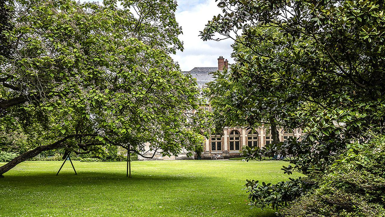 c1298fbf_Chateau-vue-shutterstock-WEB.jpg