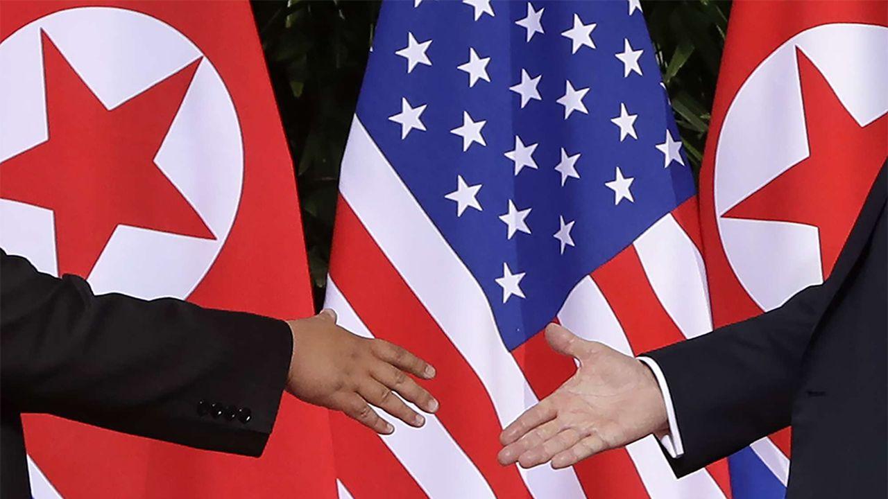 9bc9ea20_Trump-Kim-mains-SIPA.jpg