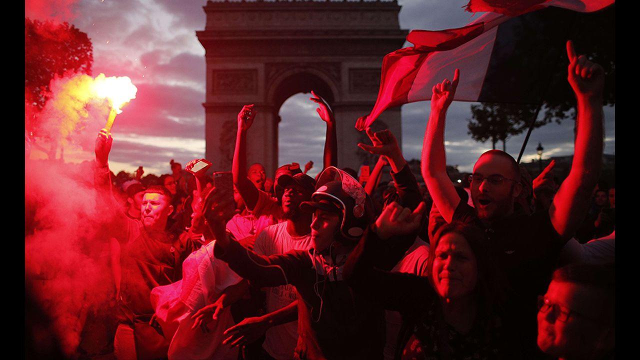 94d6d42d_Supporters-Arc-de-triomphe2-Sipa.jpg