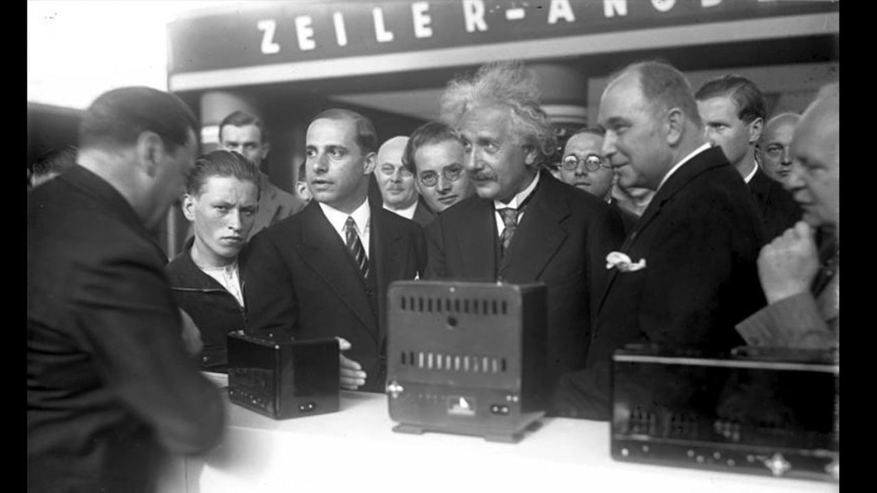 2e98c915_Einstein-1930-1930-Albert-Einstein-opens-the-IFA.jpg