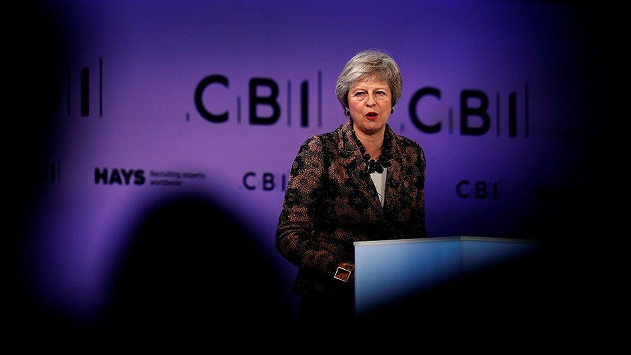 Devant le patronat britannique, Theresa May a préféré lundi mettre l'accent sur la semaine de négociations qui s'annonce pour arrêter d'ici dimanche «les détails complets et définitifs du cadre de la future relation avec l'UE», plutôt que sur l'accord de retrait tant décrié depuis plusieurs jours par les députés.