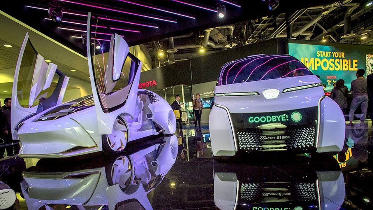 L'automobile, vouée à devenir un objet de haute technologie avec la révolution de la connectivité ou de la voiture autonome, prend une place croissante au CES, un salon traditionnellement dédié à l'électronique.
