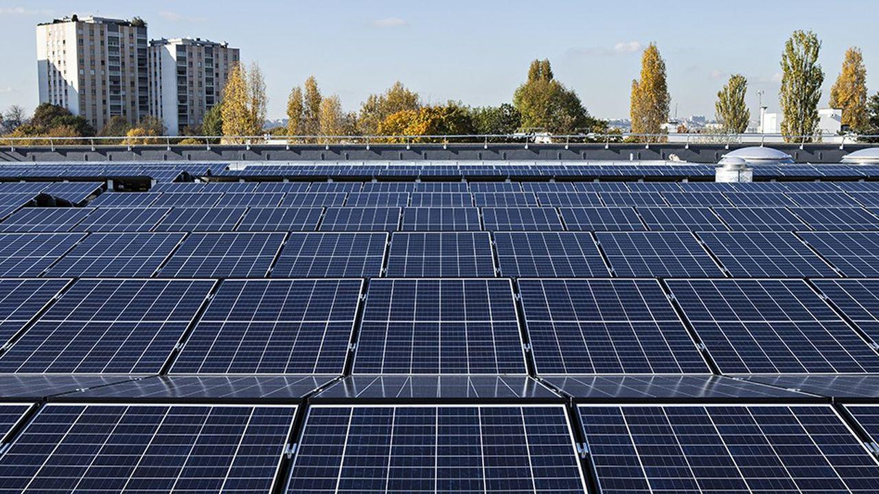 Quelque 11.800 mètres carrés de panneaux dont le déploiement, sur la toiture du réservoir d'Eau de Paris, permettra de produire 1.600 MWh/an