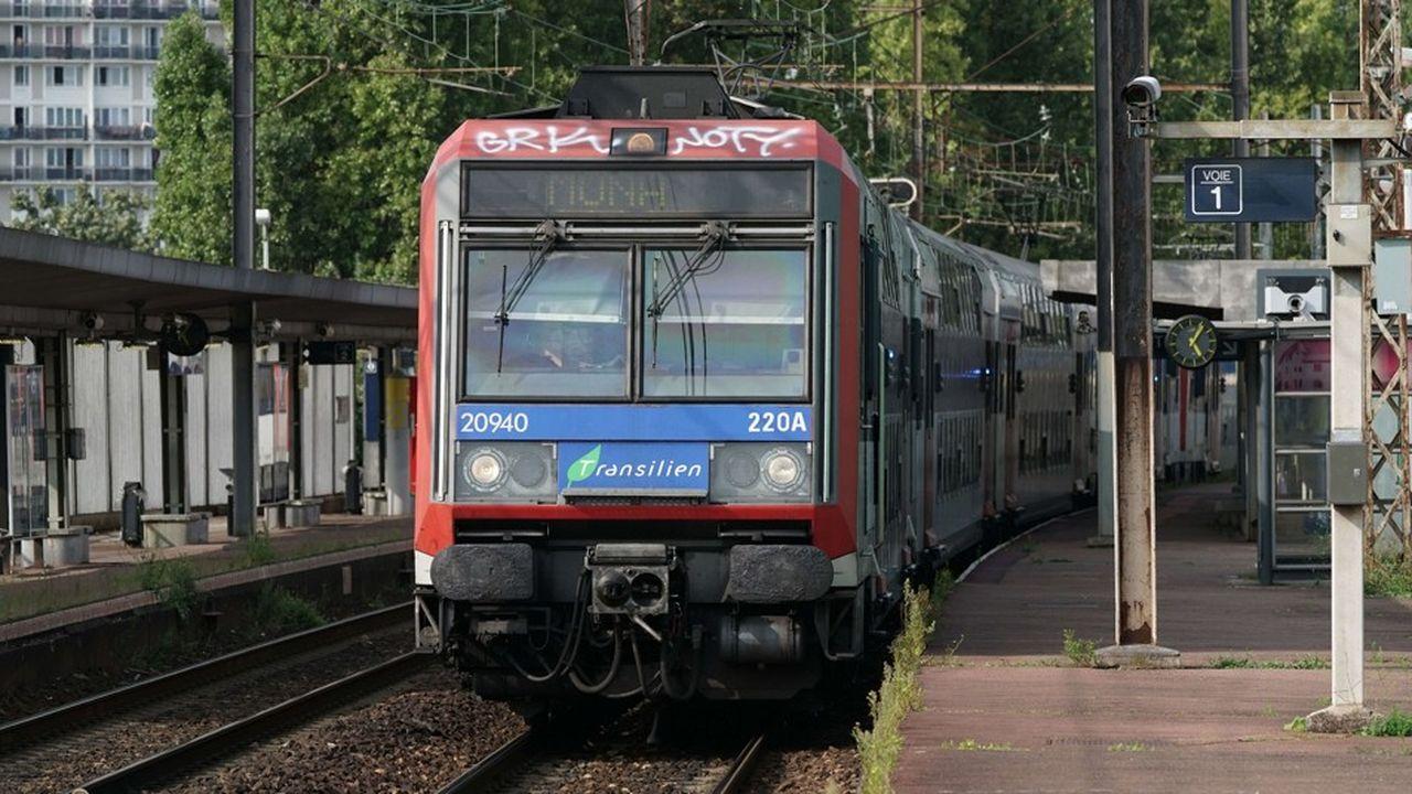 Un train de banlieue en gare des Saules, à Orly (Val-de-Marne).