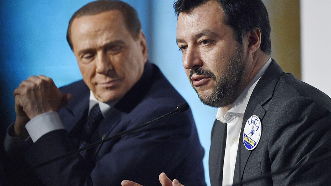 Silvio Berlusconi (à gauche), qui s'était présenté à Bruxelles comme le seul rempart contre les populistes et les forces anti-euro de Matteo Salvini, a perdu son pari