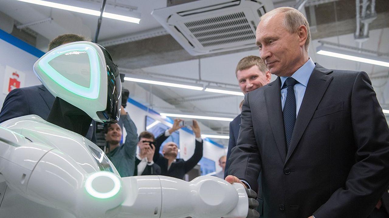 Le 8septembre dernier, Vladimir Poutine serre la main d'un robot au siège du câblo-opérateur ER-Telecom à Perm.