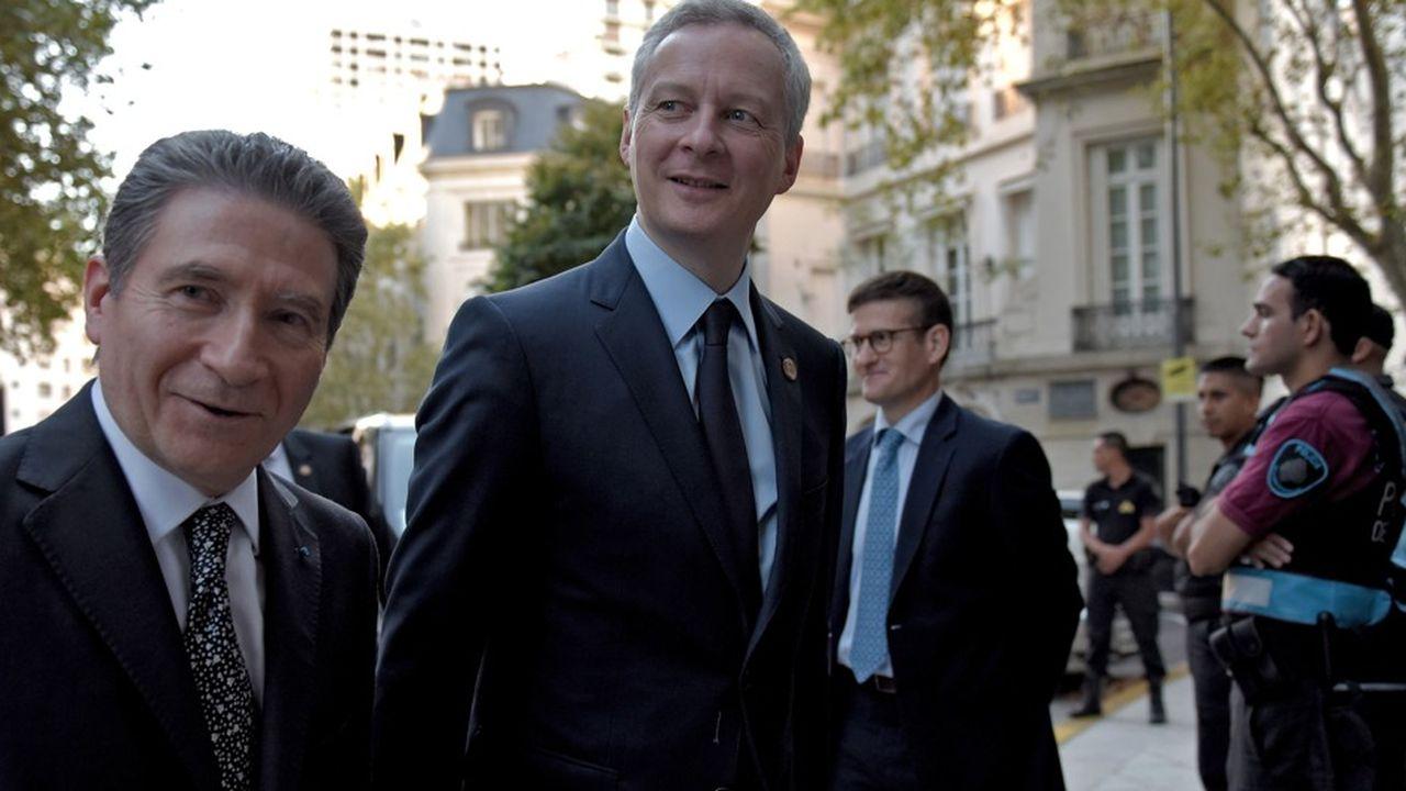 Bruno Le Maire, ministre de l'Economie et des Finances, accompagné de l'ambassadeur de France en Argentine, lors du G20 Finances qui se tient dans la capitale argentine.