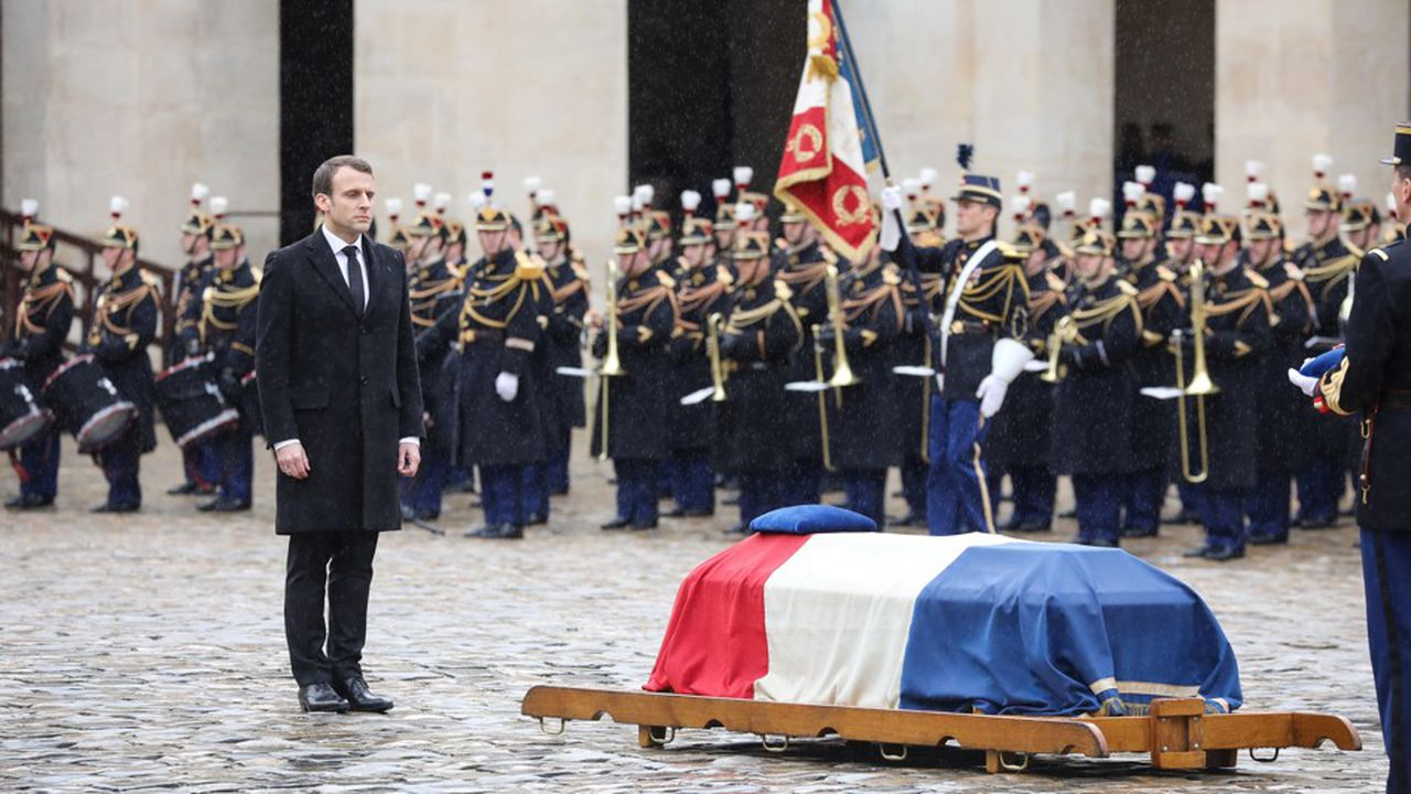 Emmanuel Macron a rendu hommage ce mercredi, aux Invalides (Paris), au lieutenant-colonel Arnaud Beltrame.