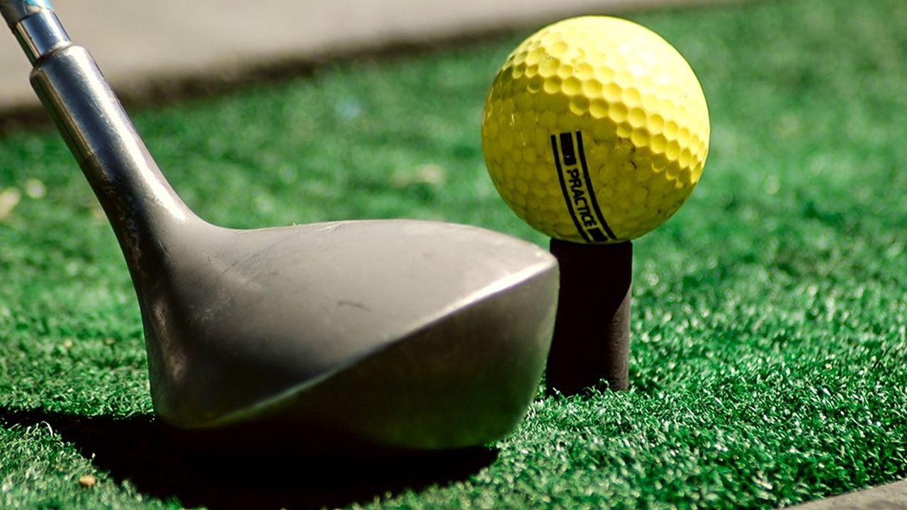 Le maire a décidé de créer un practice de golf, terrain permettant aux joueurs de s'entraîner, sur deux niveaux, près du parc urbain de l'avenue Albert-Einstein