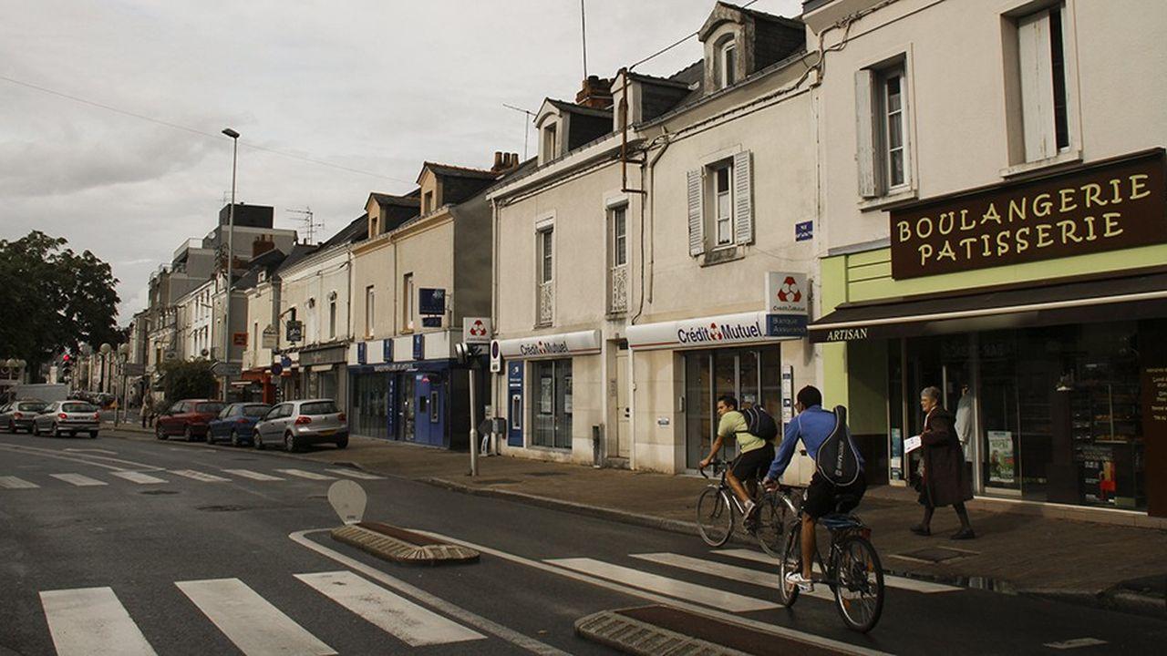 Une rue commerçante de Saumur (Maine-et-Loire).