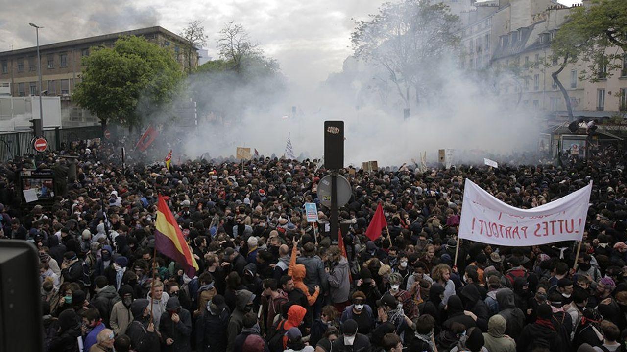 A Paris, la manifestation du 1ermai a été perturbée par de violents affrontements entre Black Bloc et forces de l'ordre.