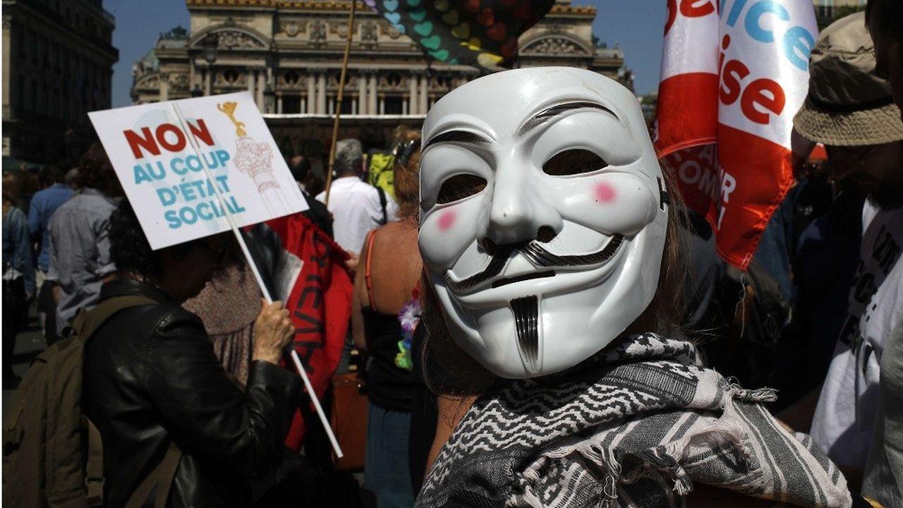 2174116_la-fete-a-macron-des-milliers-de-manifestants-a-paris-web-tete-0301646090551.jpg