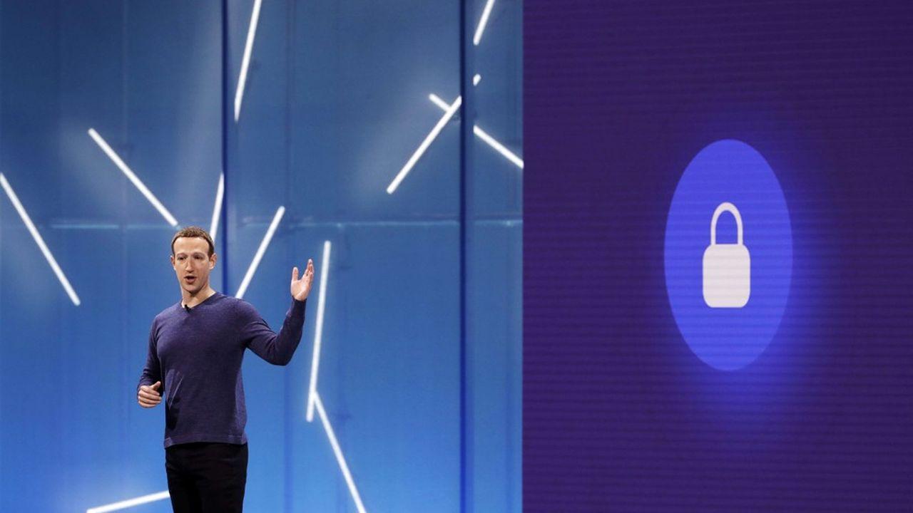 Si Mark Zuckerberg reste numéro un du groupe qu'il a fondé et conserve Sheryl Sandberg comme numéro deux, une dizaine de cadres dirigeants de Facebook changent de poste