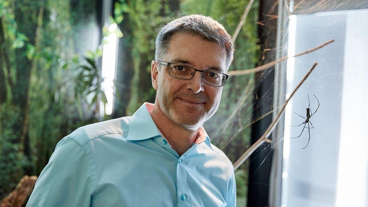 Le chimiste allemand Thomas Scheibel a inveté un procédé de production artificielle de fil de soie d'araignée.