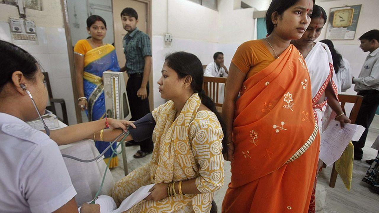 Des femmes indiennes enceintes dans un hôpital, à Gauhati.