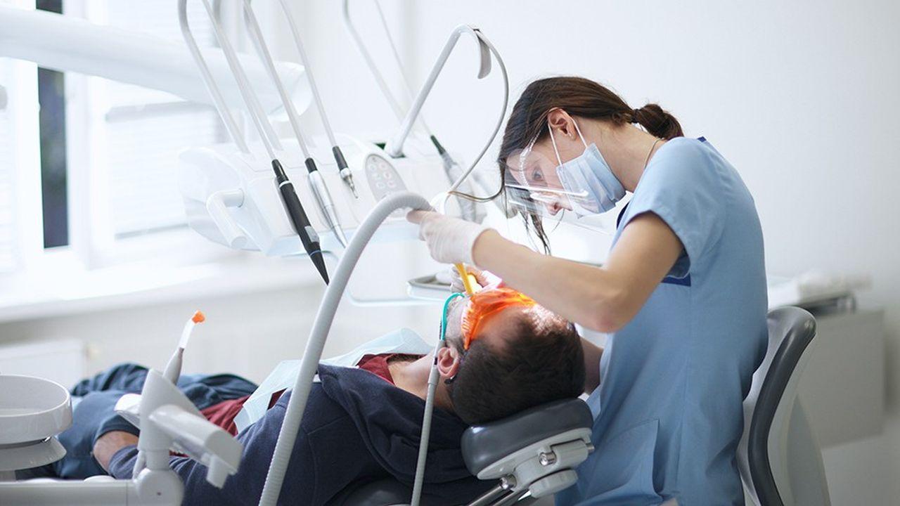 Si les dentistes rejettent l'accord négocié avec l'Assurance-maladie, le gouvernement leur imposera un règlement arbitral.
