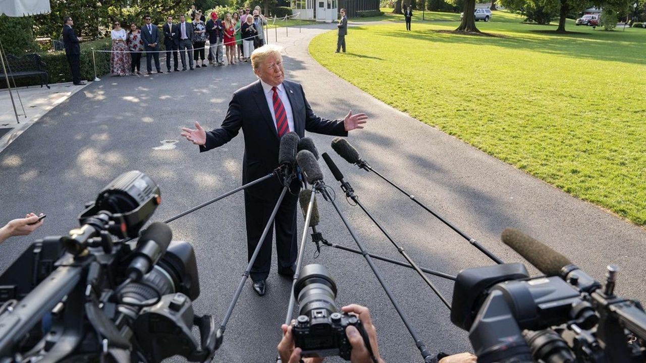 Le président des Etats-Unis Donald Trump, devant la Maison-Blanche, s'exprime face aux médias avant de s'envoler vers le Québec pour le G7.