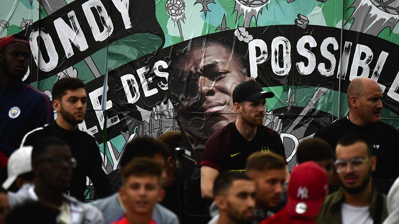 Poster à l'effigie du footballeur Kylian Mbappé durant le Play Bondy Football Festival, en septembre2017.