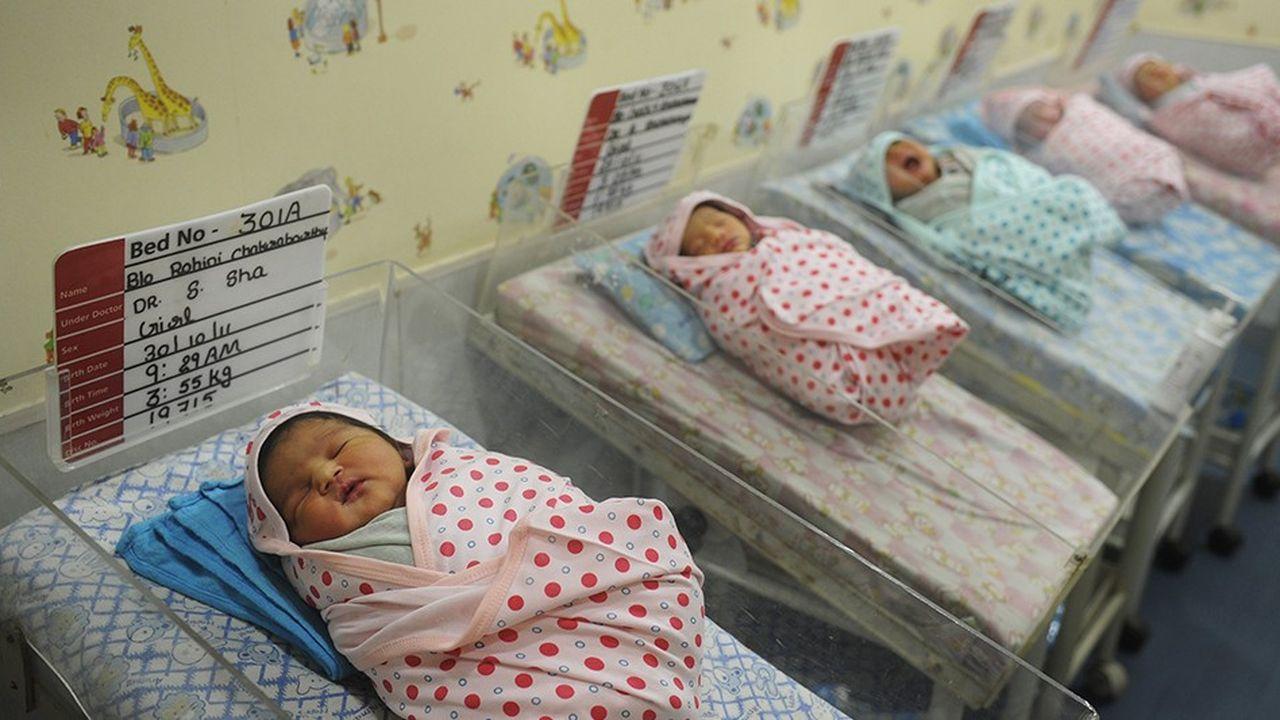 Des nouveaux-nés dans une maternité de Calcutta, en Inde.