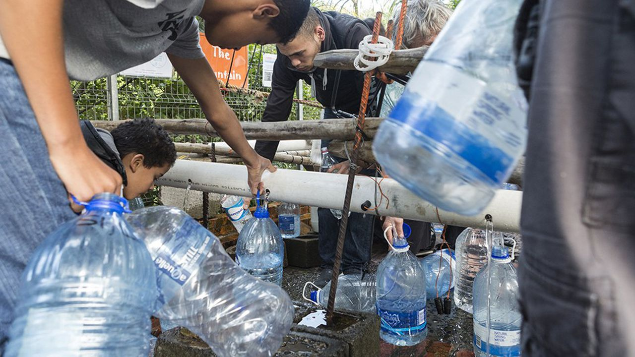 Un point de collecte d'eau au Cap, en Afrique du Sud.