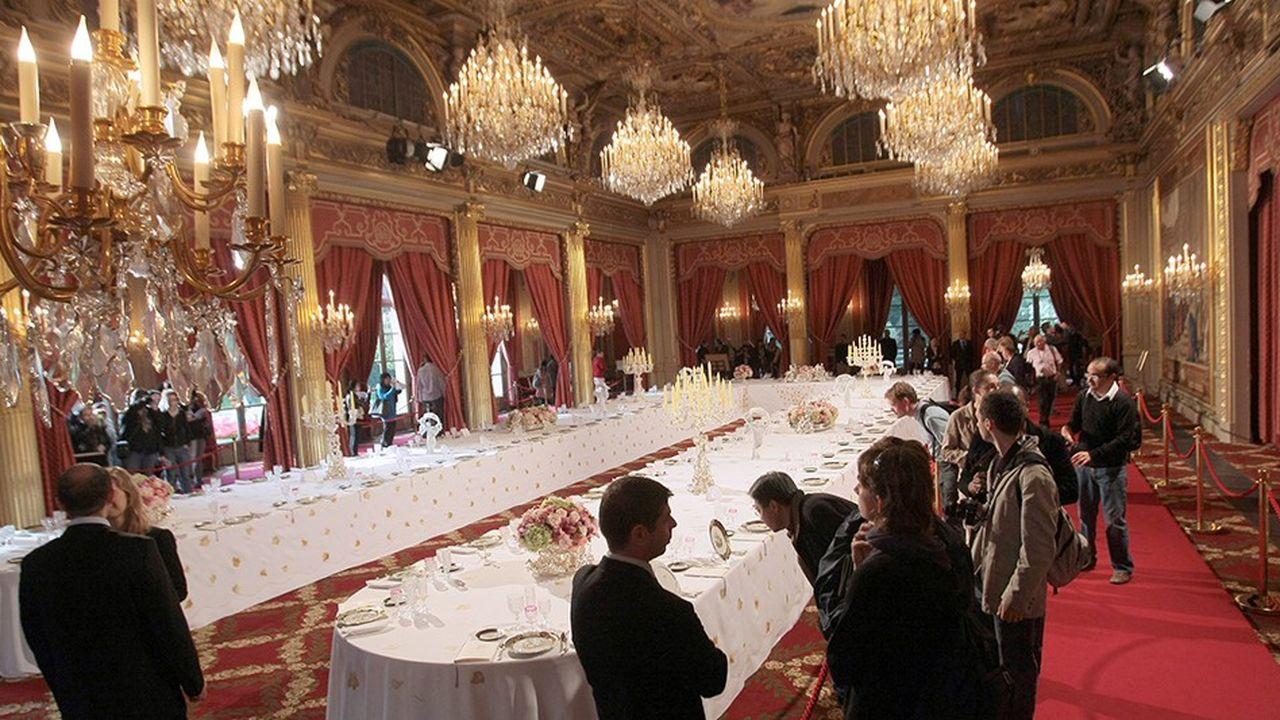 La présidence de la République a commandé un nouveau service de table à la Manufacture de Sèvres.