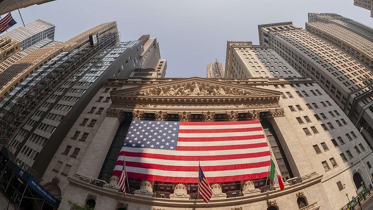 Malgré des chiffres positifs sur la croissance et l'emploi, Wall Street reste prudent.