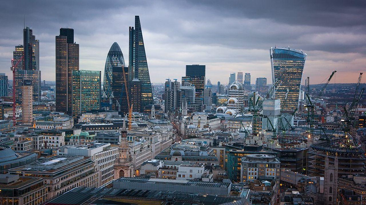 Londres, dont la City constitue une des principales places financières mondiales, espère conserver l'accès au marché unique européen sans plus en faire partie.