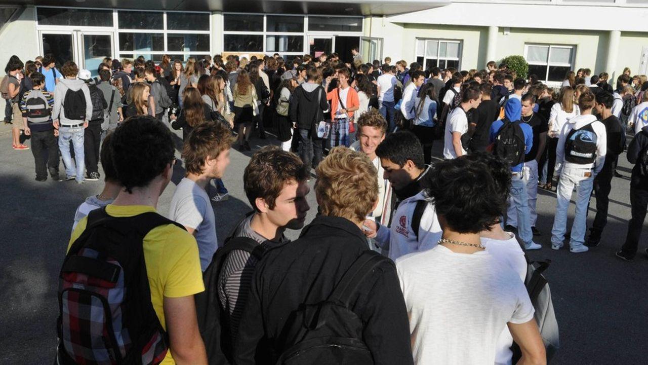 Les collèges et lycées feront l'objet d'une «évaluation à 360degrés», portant sur les résultats éducatifs, mais aussi sur la vie des établissements au sens large.