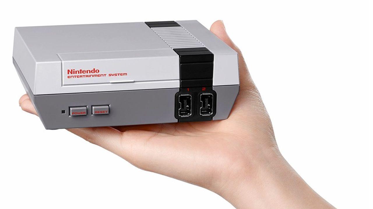 La Nintendo NES Classic reprend le design de la Nintendo NES, mise en vente aux Etats-Unis en 1985.