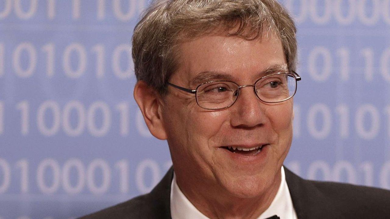 Art Levinson, qui est devenu président de l'entreprise en 2011, est l'individu qui détient aujourd'hui le plus d'actions Apple selon les documents soumis à la SEC fin décembre2017.