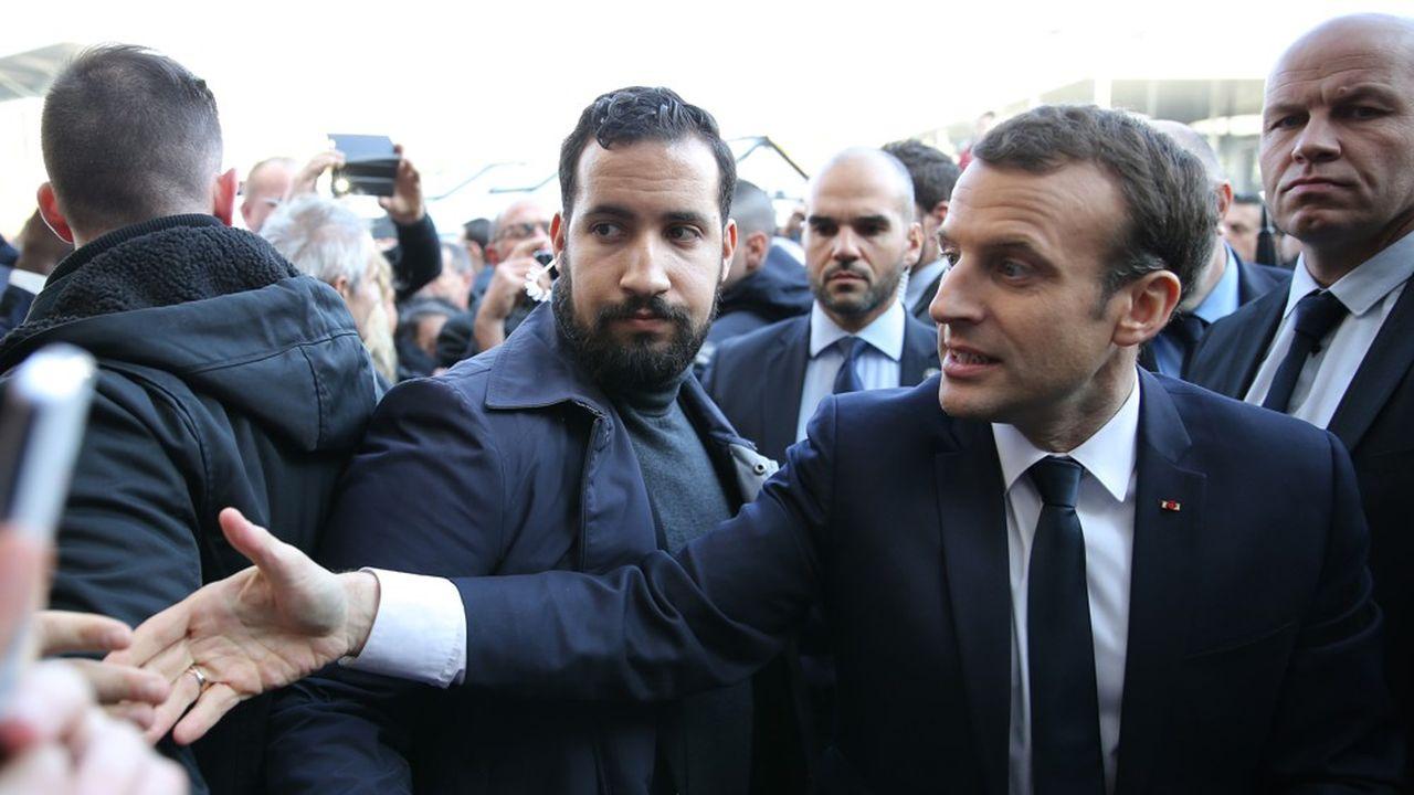 Emmanuel Macron accompagné d'Alexandre Benalla lors du salon de l'Agriculture, le 24février 2018.