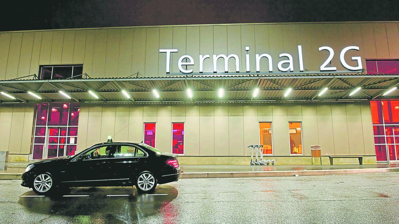 2196293_la-lutte-contre-les-taxis-clandestins-sintensifie-dans-les-aeroports-parisiens-web-tete-0302066691385.jpg