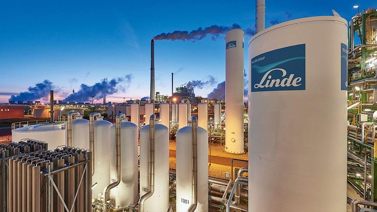 En fusionnant avec son concurrent américain Praxair, le groupe allemand Linde espére créer le numéro un mondial des gaz industriels.
