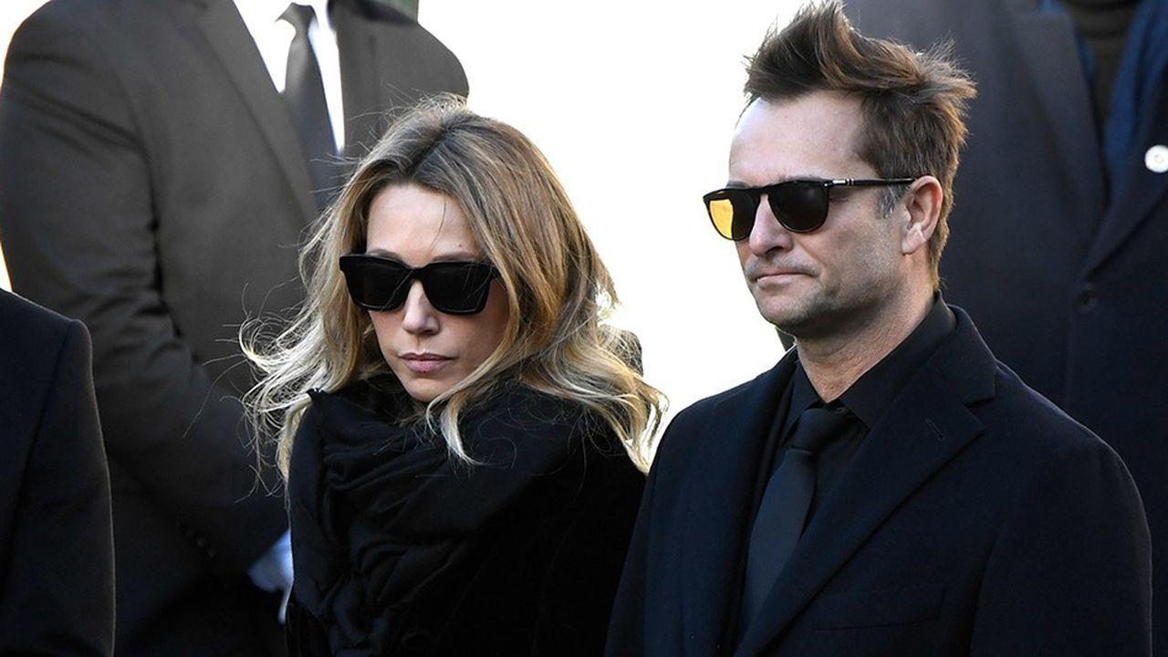David Hallyday et Laura Smet à l'enterrement de leur père, à Paris, le 9 décembre 2017. La disparition du chanteur a ouvert une polémique et relancé un débat juridique autour de la réserve héréditaire, pilier du doit français