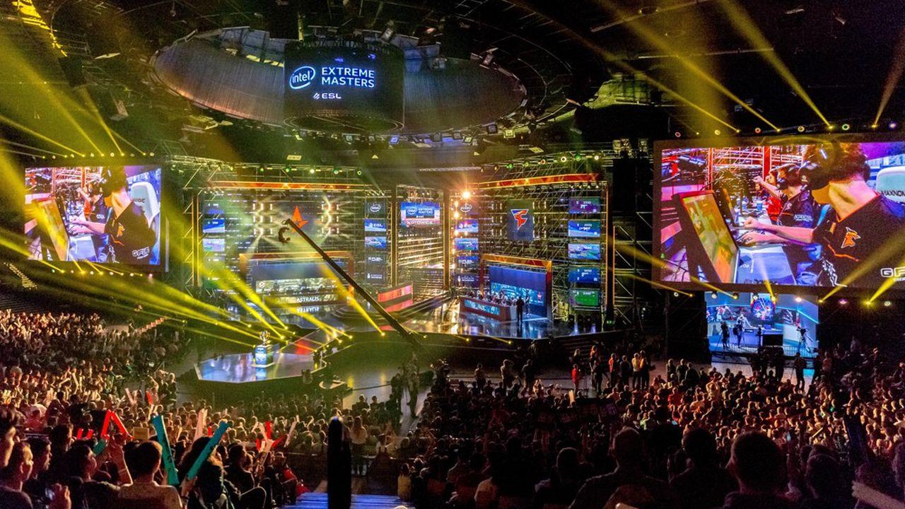 Les compétitions e-sportives attirent aujourd'hui des milliers de personnse dans des salles qui prennent des alures de stade.