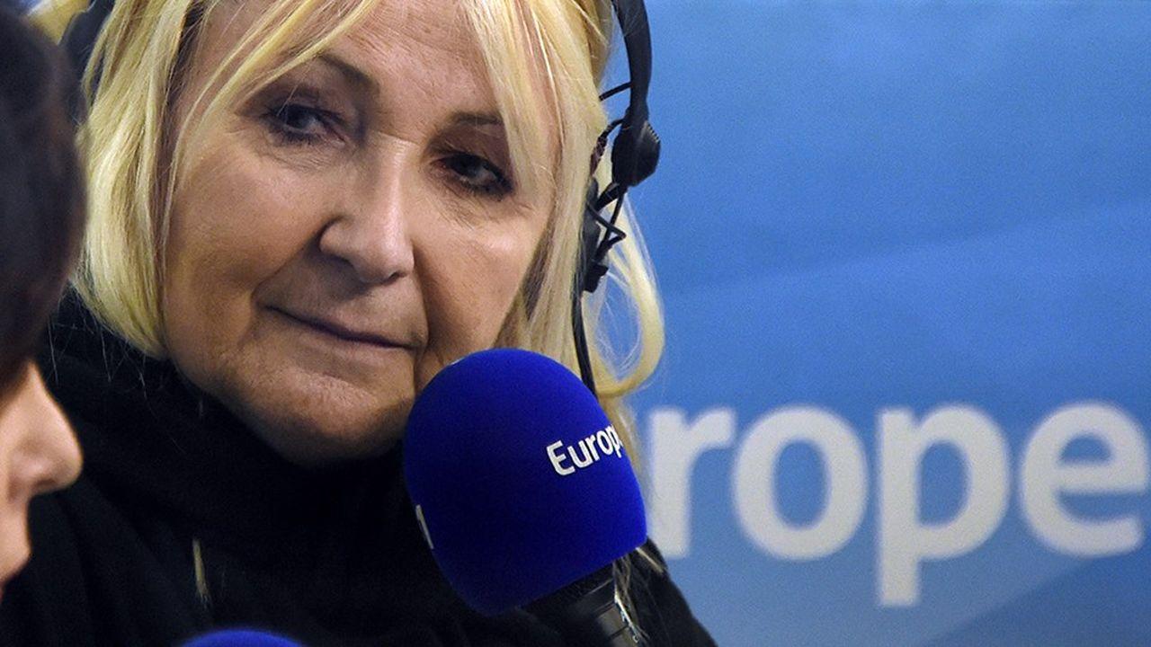 Bien que remplacée à son poste de meneuse de jeu pour la matinale d'Europe 1, Julie Leclerc continuera à intervenir durant la chronique de Nicolas Canteloup.