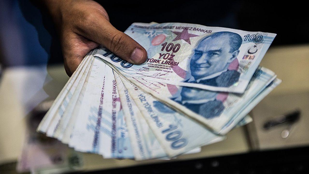 La livre turque perd encore plus de 40% face au dollar depuis le début de l'année