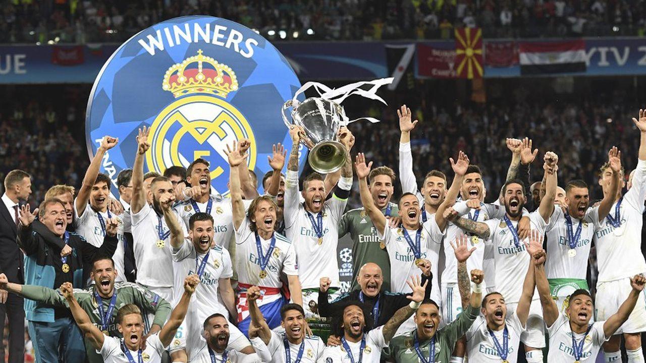 Les joueurs du Real Madrid soulèvent la Ligue des champions le 26mai 2018.