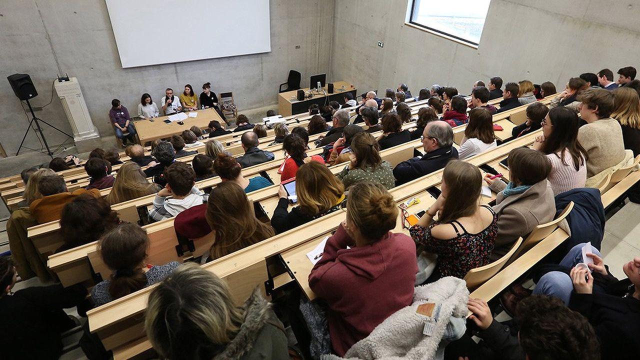Que ce soit au lycée, à l'université ou même dans les grandes écoles, l'univers de la finance, des banques et des marchés est très largement ignoré en France.