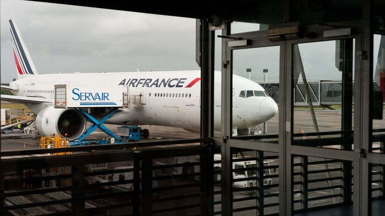 «Il est inconcevable que la compagnie Air France, française depuis 1933, tombe dans les mains d'un dirigeant étranger», écrivent les neuf organisations syndicales de la compagnie