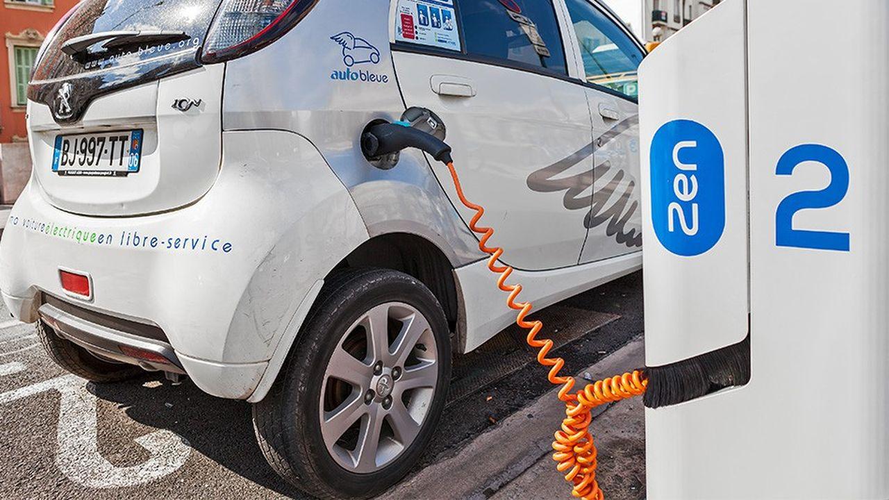 2198822_voiture-electrique-le-vrai-enjeu-des-bornes-de-recharge-web-tete-0302128652216.jpg