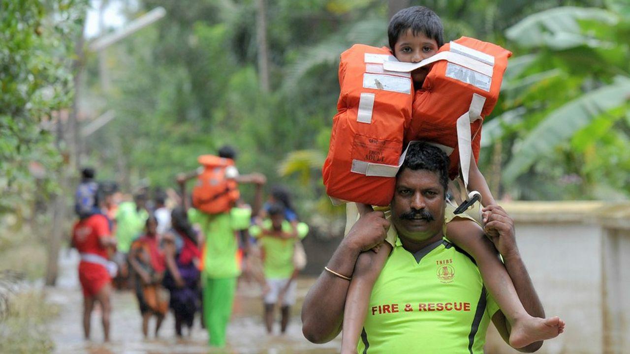 Les secouristes se sont déployés dans l'ensemble des régions touchées, alors que le risque de maladie augmente